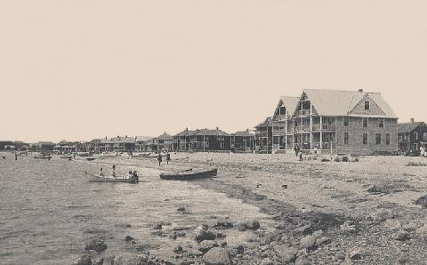 The author of this op-ed submits that there is strong evidence that Sound View is one of the oldest public beaches in the country. The image above shows the beach circa 1920.